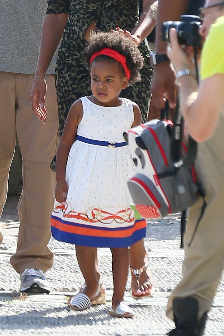 FAMEFLYNET - Exclusive: Jay Z And Beyonce Visit The Picasso Museum In Antibes With Baby Ivy