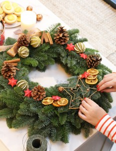 DIY Christmas Wreath - Alex and Alexa